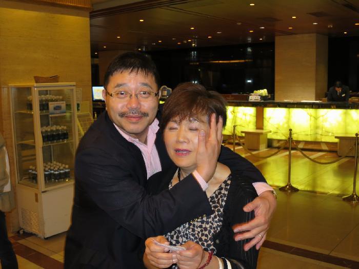 大変遅くなりましたが、城山の夜「二次会」での1コマです。 福岡の新年会で話題になりましたので、HPにUPさせていただきます。